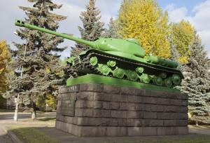 Танк «ИС-2» на территории Кировского завода