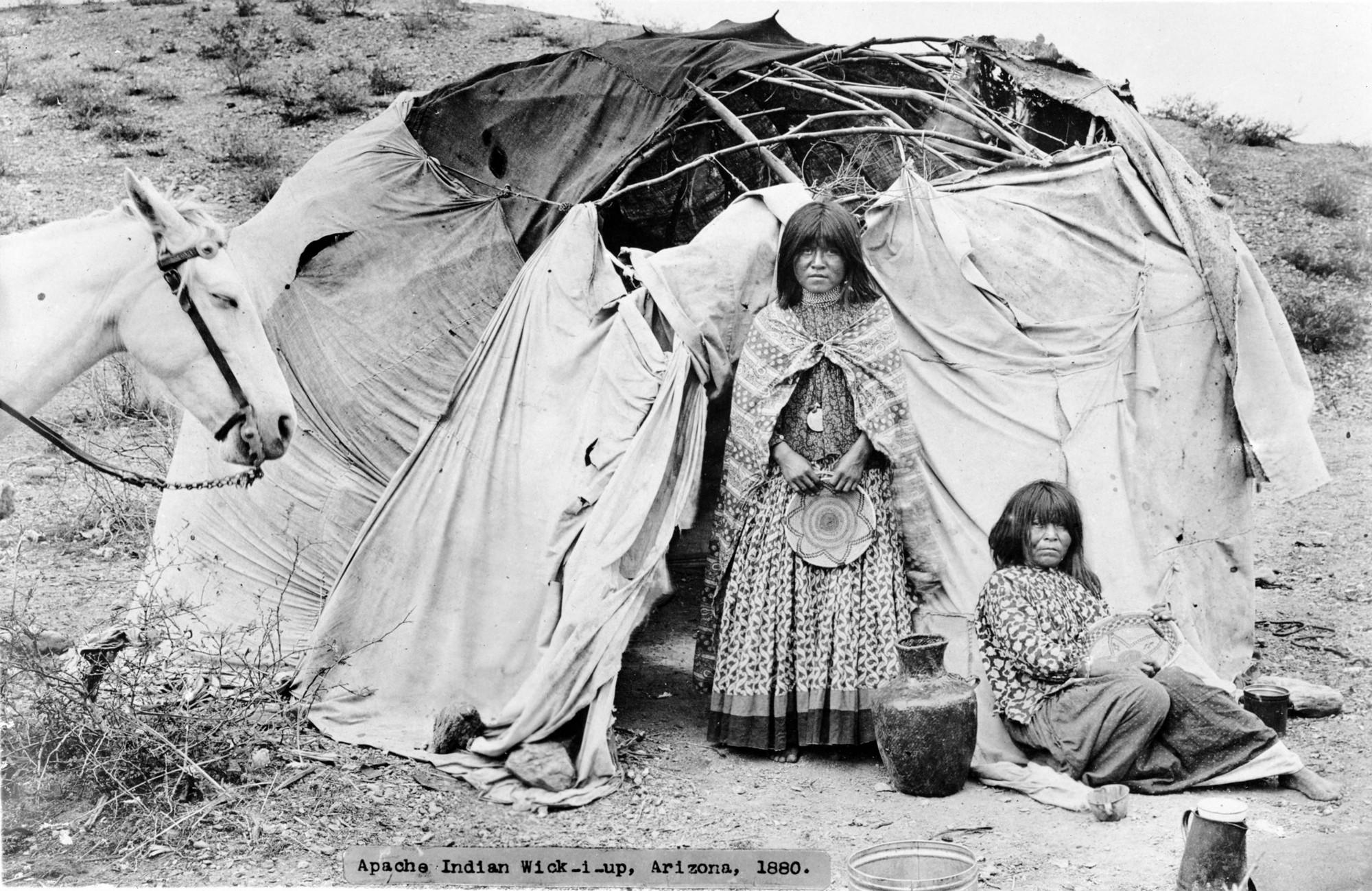 Хижина индейцев апачи, США, Аризона (Rose, Noah H). 1880 год.