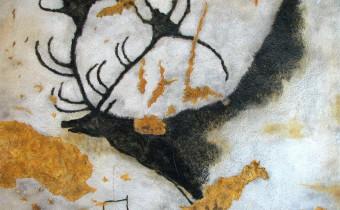 Рисунок гигантского оленя на стене пещеры Ласкó, юго-западная Франция (HTO, wikipedia.org).