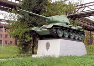 Танк «Т-34-85» на территории завода «Звезда»