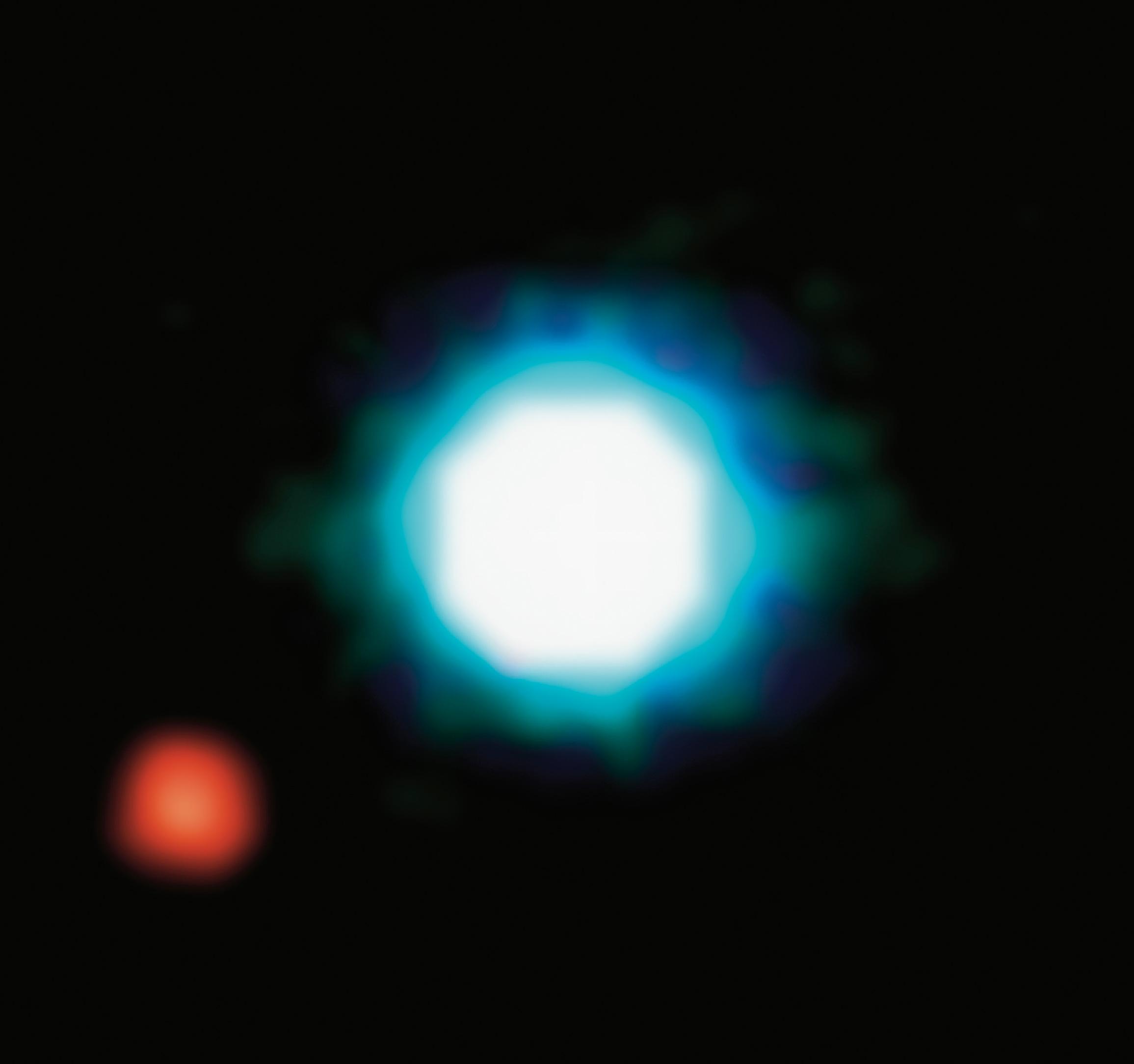 Экзопланета на орбите коричневого карлика 2M1207. Это первый в истории снимок экзопланеты (2004 год). Период её обращения вокруг звезды превышает 2450 лет (ESO Paranal Observatory).