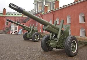 Исторические орудия в Петропавловской крепости