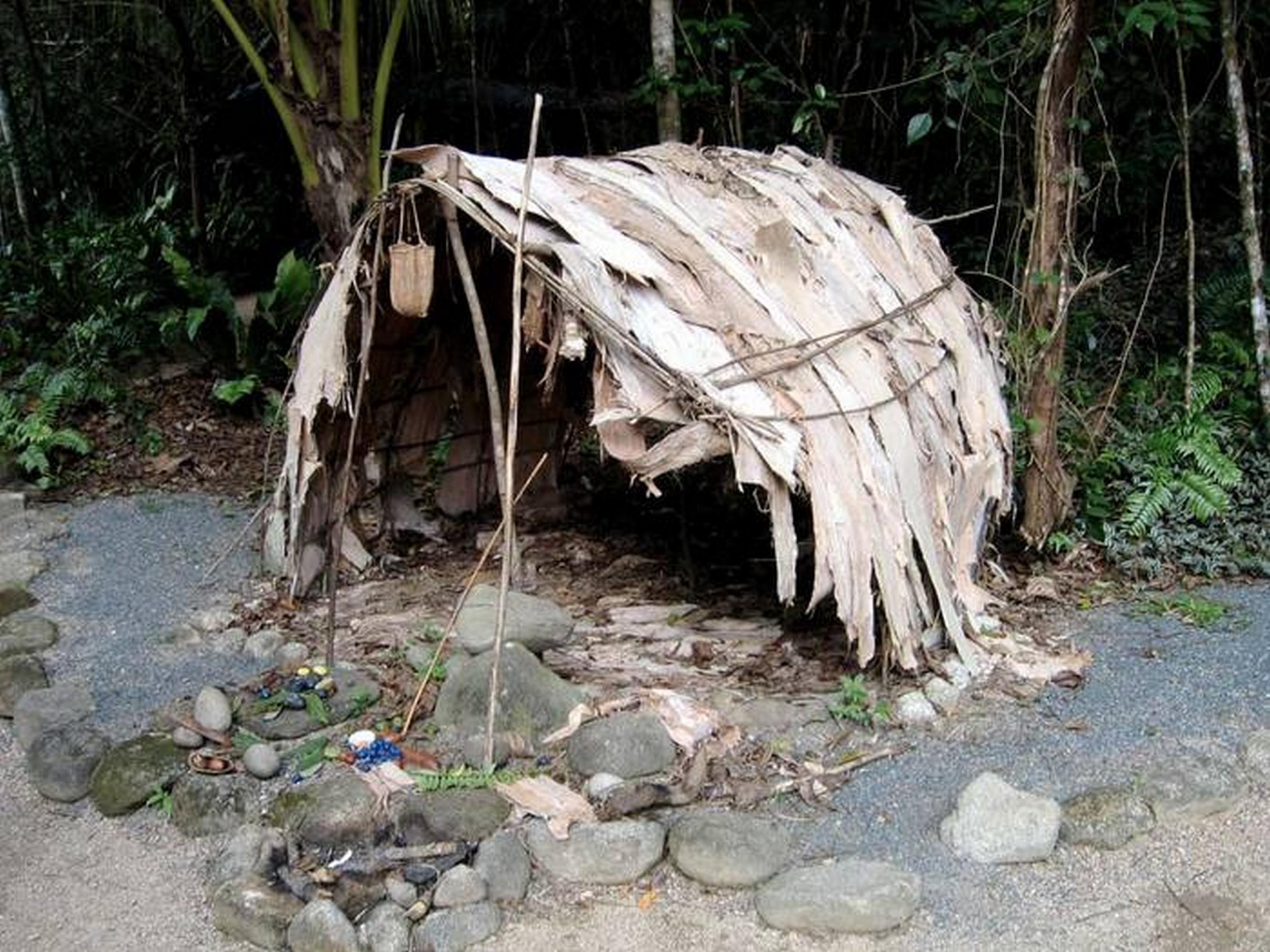 Жилище австралийского аборигена, реконструкция (flickriver.com).
