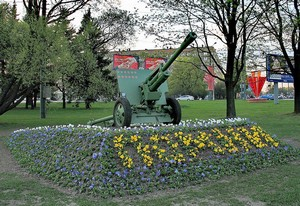 Пушка «ЗИС-3» на площади Мужества