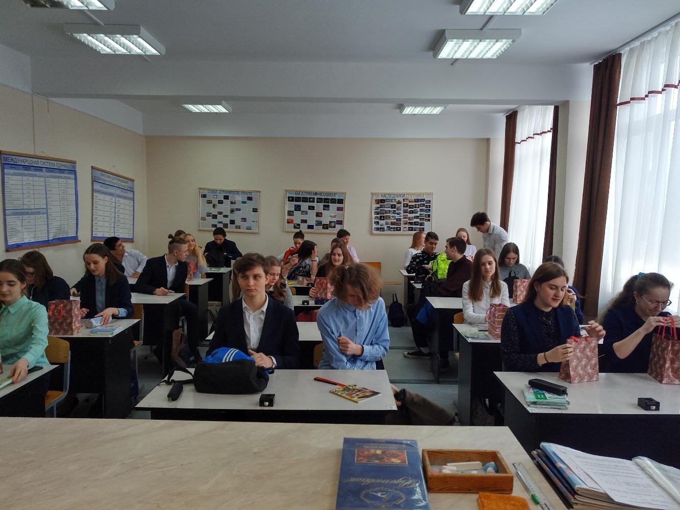 Стенгазеты в школе на дачном пр.